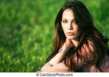 portret, w, zielona trawa