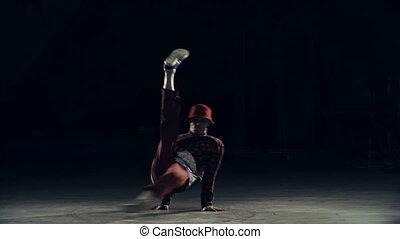 porusza się, breakdance