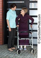 porzione, camminatore, infermiera, donna, anziano
