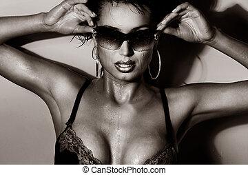 posar, óculos de sol, morena, excitado