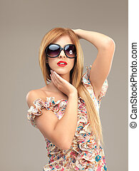 posar, loiro, mulher, óculos de sol, excitado