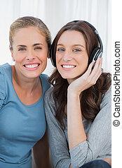 posar, música, enquanto, mulheres, escutar