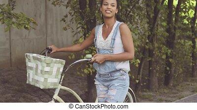 posar, mulher, bicicleta, rua