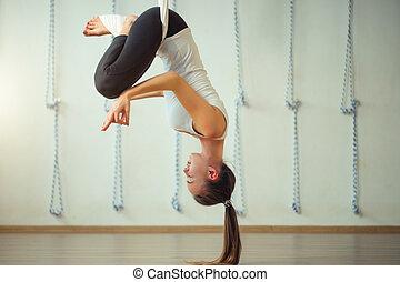 pose, aérien, yoga., lotus, aero, gravité, anti, exercices