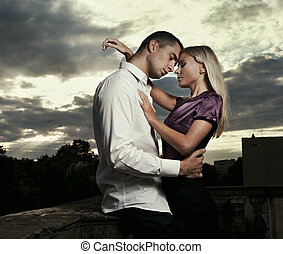 pose couples, jeune, beau