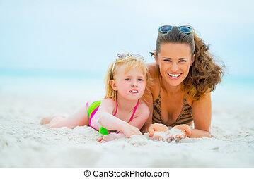 pose, mère, bébé, portrait, sourire, plage, girl