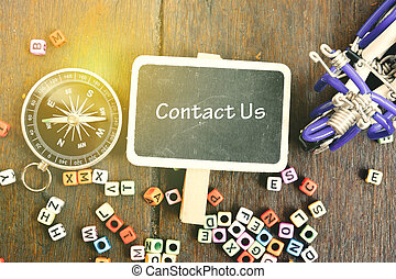 poser, compas, alphabétique, article, mot, signage, nous, bois, vue, fond, contact, entraînement, block., plat, concept, handcrafted, education