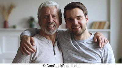 poser, hommes, deux, heureux, générations, portrait, famille...