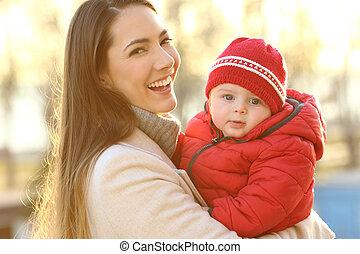 poserende baby, winter, haar, moeder