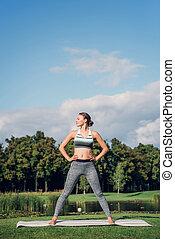posição mulher, ligado, esteira yoga