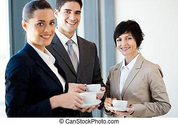 posiadanie, podczas, złamanie, businesspeople, kawa