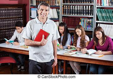 posición, bibliotecario, macho, biblioteca