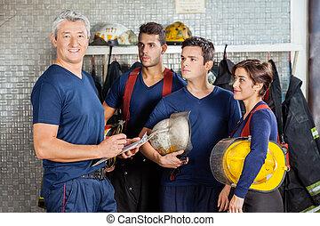 posición, bombero, parque de bomberos, equipo, feliz