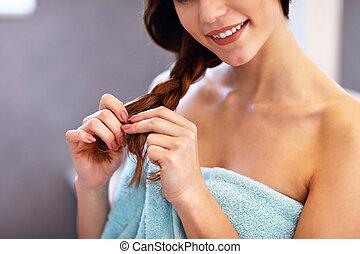 posición, cepillado, cuarto de baño, mujer, joven, pelo