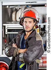 posición, firetruck, bombero, brazos, contra, confiado, ...