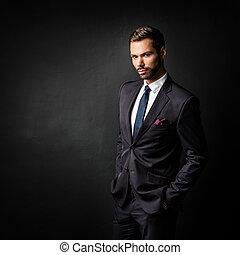 posición, joven, confiado, negro, hombre de negocios, guapo