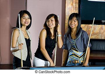 posición, joven, luego, mujeres, asiático, tabla, tres, piscina, feliz