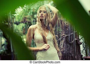 posición, lindo, adolescente, dama, lluvia