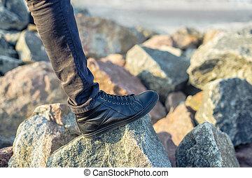 posición, Montaña, piedra, excursionista, pico, roca, piernas, hombre