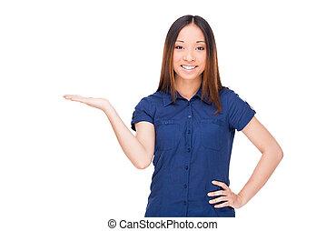 posición, mujer, ella, espacio, mano, joven, aislado, alegre, mientras, asiático, tenencia, sonriente, copia, blanco