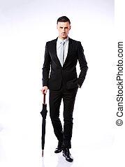 posición, paraguas, a lo largo, confiado, retrato, hombre de negocios