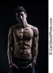 posición, shirtless, joven, muscular, confiado, hombre, ...