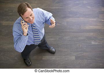 posición, teléfono, dentro, celular, utilizar, hombre de ...