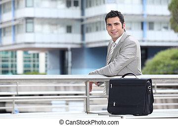 posición, urbano, hombre de negocios, maletín, ambiente