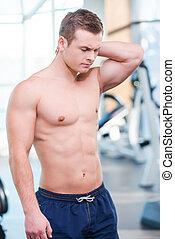 posición, workout., el suyo, dolor, cuello, gimnasio, después, joven, muscular, mientras, conmovedor, expresar, sentimiento, frustrado, negatividad, hombre