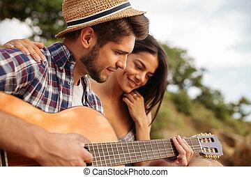 posiedzenie, człowiek, interpretacja, jego, namiot, gitara, sympatia