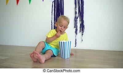 posiedzenie, jedzenie, berbeć, podłoga, dziecko chłopieją, ...
