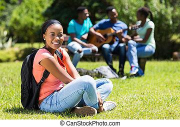 posiedzenie, młody, zewnątrz, kolegium student, afrykanin