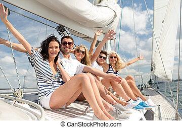 posiedzenie, pokład, jacht, powitanie, uśmiechanie się, przyjaciele