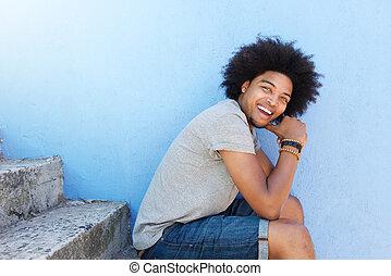 posiedzenie, radosny, amerykanka, kroki, afrykanin, afro, człowiek