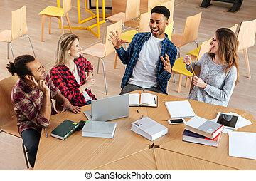 posiedzenie, studenci, inny., biblioteka, mówiąc, każdy, szczęśliwy