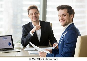 posing, businessmen, стол письменный, в течение, встреча, счастливый