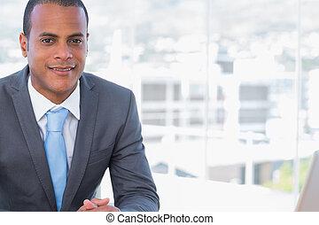 posing, his, стол письменный, бизнесмен, счастливый