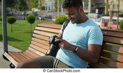 positief, mooi, man, kijken naar, de, foto's