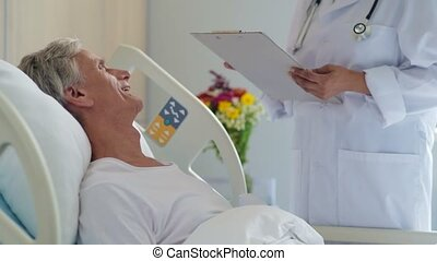 positief, oud, man, blijvende in, een, ziekenhuis