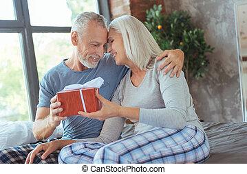 positif, couple, anniversaire, tenue, présent, aimer