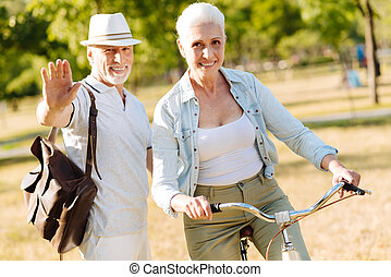 positif, enchanté, couple, dépenser, temps libre, sur, nature