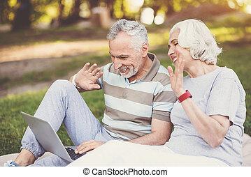 positif, enchanté, couple, salutation, leur, enfants