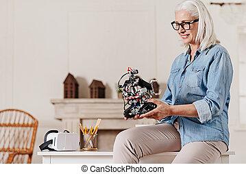 positif, femme, personne, regarder, robot