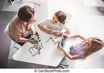 positif, jouet, enfants, homme, jouer