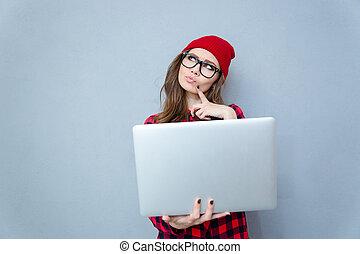 position femme, songeur, ordinateur portable, hipster