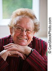 positiv, äldre medborgare, le, vänskapsmatch