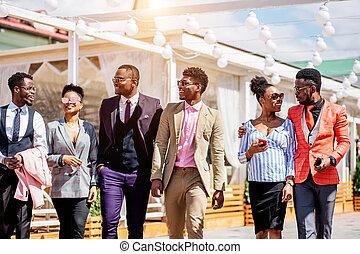 positivo, africano, grafici, ara, andare, a, il, assistere, moda, presentazione