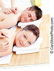 positivo, coppia, giovane, indietro, ricevimento, massaggio