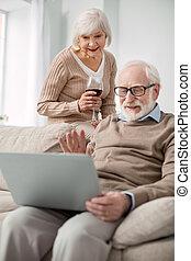 positivo, envelhecido, par, fazendo um vídeo, chamada