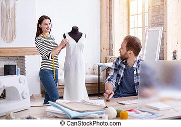 positivo, pareja, sastres, mejorar, vestido, diseño